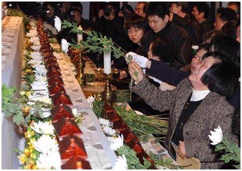 Траурная церемония по погибшим в метро
