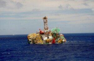 Взрыв и пожар на морской платформе