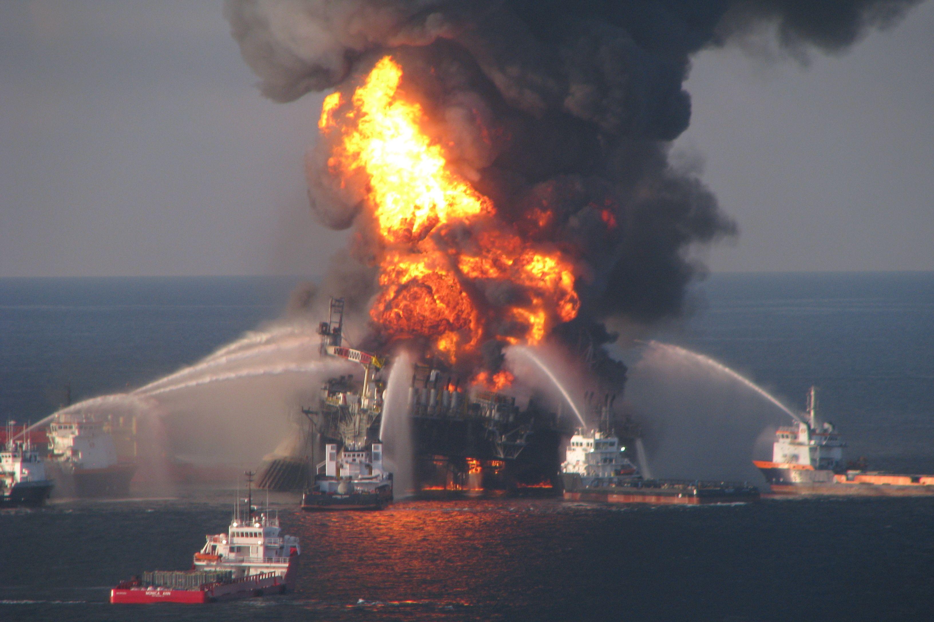 Пожар на морской платформе Deepwater Horizont